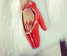 {Ulyana Sergeenko} Lovely red gloves ❤