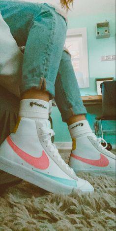 Cute Sneakers, Sneakers Mode, Sneakers Fashion, Fashion Shoes, Shoes Sneakers, Jordan Shoes Girls, Girls Shoes, Souliers Nike, Nike Blazers