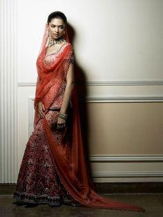 Deepika vestida de Tarun Tahiliani