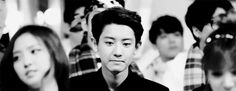 Chanyeol showing his cute dimple >.