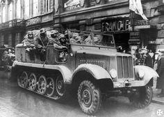 """Deutsche Soldaten in der Tschechoslowakei,Oktober 1938. (""""Anschluss"""" des Sudetenlandes an das neue """"Großdeutschland"""")"""