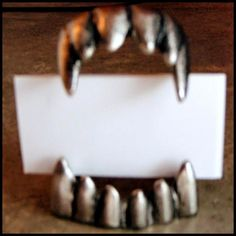 Halloween party food marker cards: get cheap plastic fangs and spray paint them silver! Holidays Halloween, Spooky Halloween, Halloween Treats, Halloween Decorations, Halloween Party, Halloween Table, Halloween 2020, Halloween Costumes, Halloween Signs