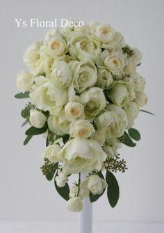 カップ咲きバラとポポラスのティアドロップブーケ   @自由学園明日館 ys floral deco