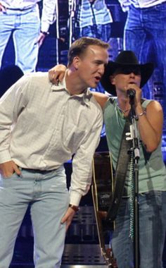 Peyton Manning and Kenny Chesney. This looks like it's been awhile. Tennessee Football, Denver Broncos Football, Go Broncos, Broncos Fans, University Of Tennessee, Manning Football, Tennessee Game, Sport Football, Best Quarterback