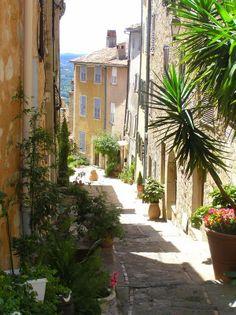 """""""D'ombre et de lumière""""   Provence, Chateauneuf-Grasse, photo Anne Dijon"""