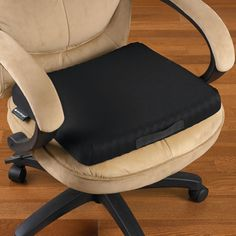 The Truck Driver's Pressure Relieving Cushion - This is the seat cushion used by truck drivers to relieve point-of-contact pressure and reduce lower back discomfort inherent in long periods of sitting.awesome for the car Painted Stools, Honeycomb Shape, Computer Workstation, St Louis Mo, Making Life Easier, Ergonomic Chair, Bench With Storage, Cool Tech, Me Time