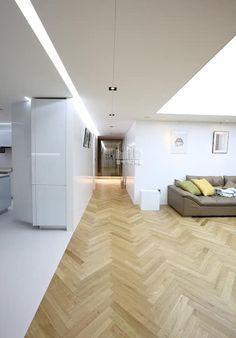 경기도 과천시 원문동 삼성래미안 슈르아파트 50평형: MID 먹줄의  거실 Apartment Interior, Apartment Design, Living Room Interior, Kitchen Interior, Floor Design, Ceiling Design, House Design, Space Interiors, Wood Interiors