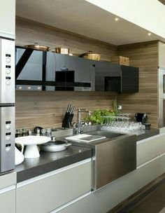 The best modern kitchen design this year. Are you looking for inspiration for your home kitchen design? Take a look at the kitchen design ideas here. There is a modern, rustic, fancy kitchen design, etc. Modern Kitchen Cabinets, Kitchen Dinning, Kitchen Cabinet Design, Wooden Kitchen, Modern Kitchen Design, Home Decor Kitchen, Interior Design Kitchen, New Kitchen, Kitchen Furniture