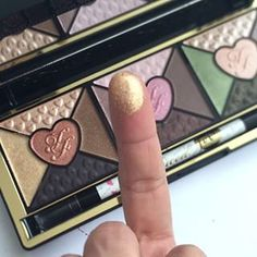 Too Faced Love Palette Passionately Pretty Eye Shadow Collection Makeup Kit, Beauty Makeup, Too Faced Love Palette, Perfect Gift For Her, Gifts For Her, Eyeshadow Set, Beauty Secrets, Beauty Products, Too Faced Makeup