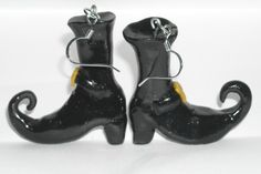 Polymer clay Black Witch boot earrings Not just a Halloween witch! Polymer Clay Halloween, Fimo Clay, Polymer Clay Projects, Polymer Clay Charms, Polymer Clay Earrings, Clay Crafts, Ceramic Shoes, Ceramic Clay, Jumping Clay