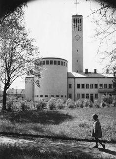 Győr, nádorvárosi plébániatemplom, 1943. / Körmendy Nándor Photo Archive, San Francisco Ferry, Hungary, Budapest, Bobs, Art History, Building, Travel, Beautiful