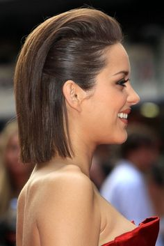 Marion Cotillard's hairstyle for the 'Public Enemies' premiere in London, June 2009.