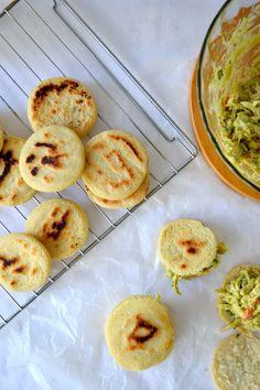 AREPAS VENEZOLANAS - LA REINA PEPIADA   (Scroll down for the English recipe)         El segundo sábado del mes de septiembre  se celebr...