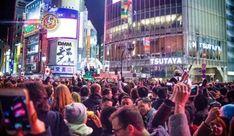 Ruas de Shibuya prontas para a contagem regressiva de 2018. Uma parte da área perto da estação ferroviária de Shibuya em Tóquio será fechada para veículos para a próxima contagem regressiva para o Ano Novo.