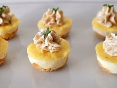 Savory Mini Cheesecakes, Ptitchef Recipe - Mini delicacies that we will only take a bite of! – Starter Recipe: Mini savory cheesecakes by Ka - Savory Cheesecake, Mini Cheesecake Recipes, Pumpkin Cheesecake, Cupcake Recipes, Tapas, Snacks Für Party, Party Finger Foods, Mini Cheesecakes, Vol Au Vent