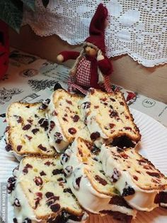 Roquefort mini cakes, smoked walnuts and bacon - Clean Eating Snacks Cookie Desserts, Cookie Recipes, Dessert Recipes, Waffle Cake, Hungarian Recipes, Cupcakes, Savoury Cake, Sweet Bread, Mini Cakes