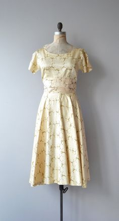 Vintage 1950s shimmery and luminous 1950s golden silk & acetate dress with scoop neckline, short sleeves, cummerbund wrapped waist, semi-full skirt and metal zipper. --- M E A S U R E M E N T S ---  fits like: xs bust: 34-35 waist: 25.5 hip: free length: 46 brand/maker: Jennifers | Phoenix condition: a faint stain at the bust, see close up photo  to ensure a good fit, please read the sizing guide: http://www.etsy.com/shop/DearGolden/policy  ✩ more vintage dre...