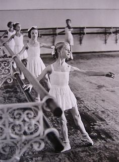 Find the latest shows, biography, and artworks for sale by Henri Cartier-Bresson. Upon picking up a Leica camera in the early Henri Cartier-Bresson fe… Ballet School, Ballet Class, Ballet Dancers, Ballet Studio, Ballet Kids, Ballet Photography, Candid Photography, Street Photography, Henri Cartier Bresson Photos