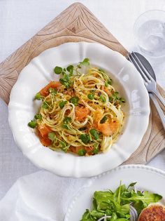 A quick and easy smoked salmon pasta recipe – made with watercress, chilli and lemon – that will be on the table in 15 minutes. Smoked Salmon Pasta Recipes, Summer Pasta Recipes, Salmon Recipes, Fish Recipes, Pureed Food Recipes, Cooking Recipes, Healthy Recipes, Healthy Foods, Watercress Recipes