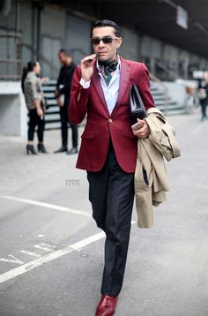 Love Antonio's use of colour matching and traditional tailoring.