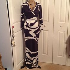 Black/White Maxi Dress NWOT Black/White Maxi Dress......38 inches around bustline, 36 inches at waistline, 61 inches from shoulder to bottom Dresses Maxi