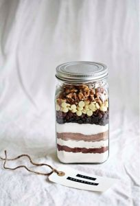 Call me cupcake: Edible gift idea: Brownie mix whit recipe Homemade Food Gifts, Edible Gifts, Homemade Christmas Gifts, Diy Food, Christmas Diy, Homemade Recipe, Christmas Recipes, Diy Gifts, Mason Jar Gifts