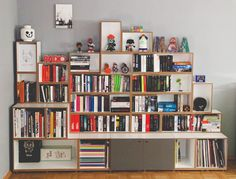 Bücherregal aus unterschiedlichen Würfeln #bücherregal #stocubo