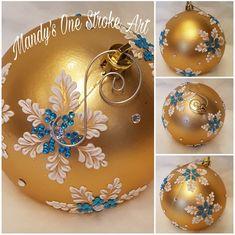 Holiday Ornaments, Christmas Art, Christmas Projects, Handmade Christmas, Christmas Tree Ornaments, Christmas Wreaths, Christmas Decorations, Ball Ornaments, Painted Christmas Ornaments