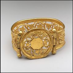 Gold bracelet with Grapevine pattern, Byzantine culture. Late 6th - early 7th century. From the Collections of the Metropolitan Museum of Art.