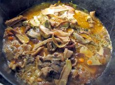 "Shanks with mushrooms: Ingredients for 3 people: Veal shanks 30g butter 3. 3 tablespoons extra virgin olive oil ""Don Vincenzo"" PDO Abruzzo Colline Teatine q white flour. b. white wine 1/2 cup 1 cup light broth 1/2 teaspoon of triple concentrated 1 small onion 1 small carrot a celery stalk 1 clove garlic thyme, rosemary, marjoram, sage tied bouquet 40 g. dried porcini mushrooms salt and pepper"