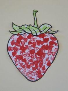 Fraise à peindre avec un bouchon Summer Crafts For Toddlers, Toddler Crafts, Diy For Kids, Gouts Et Couleurs, Vegetable Crafts, Fruit Costumes, Fruit Crafts, Lesson Plans For Toddlers, Colorful Fruit