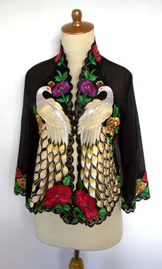 Peacock Batik Blazer, Blouse Batik, Batik Dress, Kebaya Lace, Batik Kebaya, Batik Fashion, Ethnic Fashion, Blouse Styles, Blouse Designs