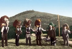 Koppenträger, which in former times supplied the mountain huts during most of the year. The picture shows members of the Hofer and Mitlöhner family, two long-established dynasties from the eastern part of the Bohemian side of the mountains. The ancestors of both families came from Austria in the 16th century.