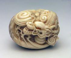 Dragon netsuke by Rakuchu Japanese Prints, Japanese Art, Art Chinois, Art Japonais, Art Carved, Bone Carving, Ancient Art, Chinese Art, Asian Art