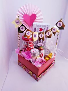 6 different ideas for a surprise box – Dulce Elite% – different box Dulc … - Modern Diy Bouquet, Candy Bouquet, Diy Food Gifts, Creative Gifts, Boyfriend Anniversary Gifts, Boyfriend Gifts, Bff Gifts, Cute Gifts, Birthday Box