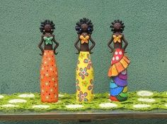materiais necessários para fazer a boneca do lixo ao luxo : -garrafa -massa de biscuit natural -tinta PVA para artesanato diversas cores -pinceis condor 287,...