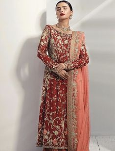 Heavy red jora perfect for a newly wed bride Pakistani Formal Dresses, Semi Formal Dresses, Pakistani Outfits, Indian Dresses, Indian Outfits, Wedding Outfits, Wedding Wear, Bridle Dress, Pakistani Bridal Couture