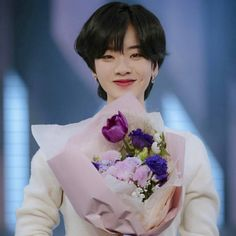 Tomboy Hairstyles, Pixie Hairstyles, Cool Hairstyles, Lee Joo Young Hair, Short Hair Tomboy, Hwa Min, Comfortable Winter Outfits, Androgynous Girls, Shot Hair Styles