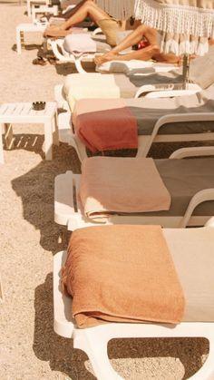 summer poolside towels aesthetic summer aesthetic pool s Beige Aesthetic, Summer Aesthetic, Orange Aesthetic, Flower Aesthetic, Travel Aesthetic, Aesthetic Fashion, Summer Feeling, Summer Vibes, Summer Sun