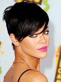 Coiffure Rihanna Brune