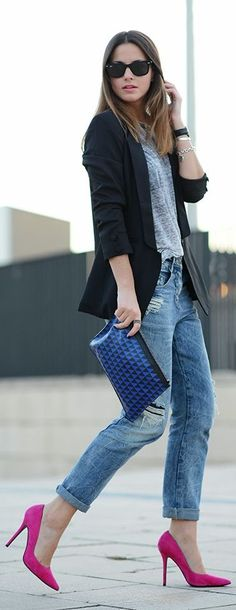 Casual chic outfit with a pop of color what do you girls think! Womens Fashion For Work, Look Fashion, Cheap Fashion, Timeless Fashion, Fashion Boots, Street Fashion, Fall Fashion, Fashion Women, Boyfriend Jeans