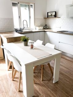 Cocina de estilo nórdico @diariodeunareforma diariodeunareforma Office Desk, Photo And Video, Kitchen, Furniture, Instagram, Home Decor, Nordic Style, Kitchens, Desk Office