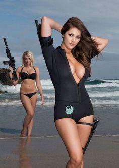 Mädchen In Bikinis, Military Women, Bikini Girls, Sexy Women, Glamour, One Piece, Cosplay, Hot Shots, Belle