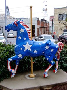 There are painted Merry-Go-Round horses located throughout Meridian MS. This one is located outside the Meridian Courthouse. Merry Go Round Carousel, Carosel Horse, Modern Dollhouse, Victorian Dollhouse, Wooden Horse, Painted Pony, Circus Theme, Horse Art, Beautiful Horses
