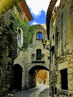 Medieval alleyways of Pals, Spain  (by Feitse Boerwinkel)