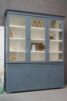 Kasten - Unieke oude brocante kasten en kasten op maat gemaakt zoals vitrinekasten boekenkasten dressoirs linnenkasten buffetkasten winkelkasten - Old-BASICS - Webwinkel Living Furniture, Home Decor Furniture, Painted Furniture, Bookcase With Glass Doors, Houses In France, Muebles Living, Deco Nature, Old Cabinets, Lunch Room