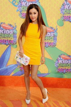 Ariana Grande lets her hair down at the Kids' Choice Awards 2014. She is pretty in yellow and we love it!