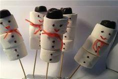Voor iedereen die in de winter jarig is: Marshmallow sneeuwpopjes! #traktatie #marshmellow #kids