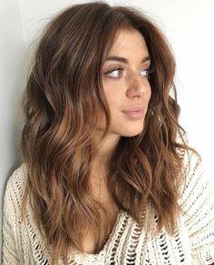 25 Chestnut Brown Hair Colors Ideas Spring Hair Colors kastanienbraune Haarfarbe Trend im Jahr trendige Frisuren und Farben Onbre Hair, New Hair, Curls Hair, Haircut Wavy Hair, Haircuts For Wavy Hair, Medium Brunette Hairstyles, Medium Length Wavy Hairstyles, Highlighted Hairstyles, Hair Shag
