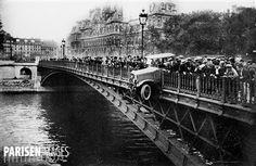 Accident de voiture spectaculaire. Paris IVème arr., pont d'Arcole, vers 1925.